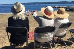 damer-på-strand