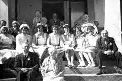 Olav-med-ansatte-og-beboere-1959